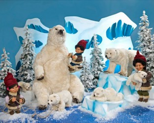 Polar Bears With Children <span>D 7 x W 12 x H 6.5 ft.</span>