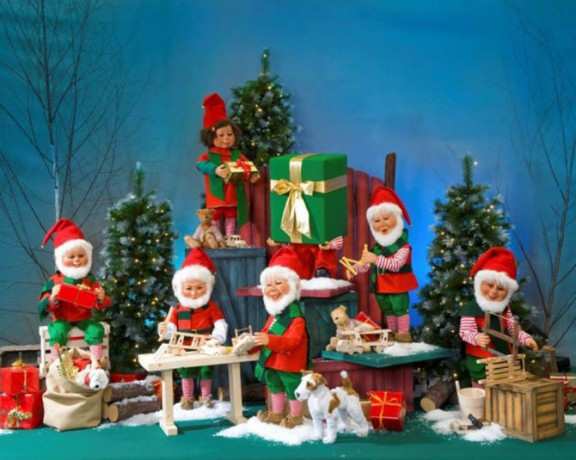 Santa's Workshop (7 figures) <span>D 3.3 x W 12 x H 6</span>