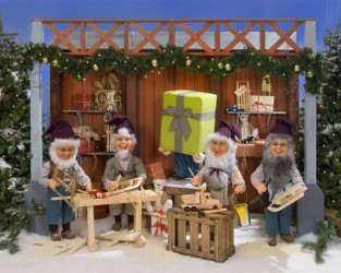 Santa's Workshop (6 figures) <span>D 6 x W 14 x H 7</span>