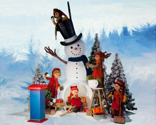 Snowman With Puppet Santas <span>D 7 x W 10 x H 8 ft.</span>